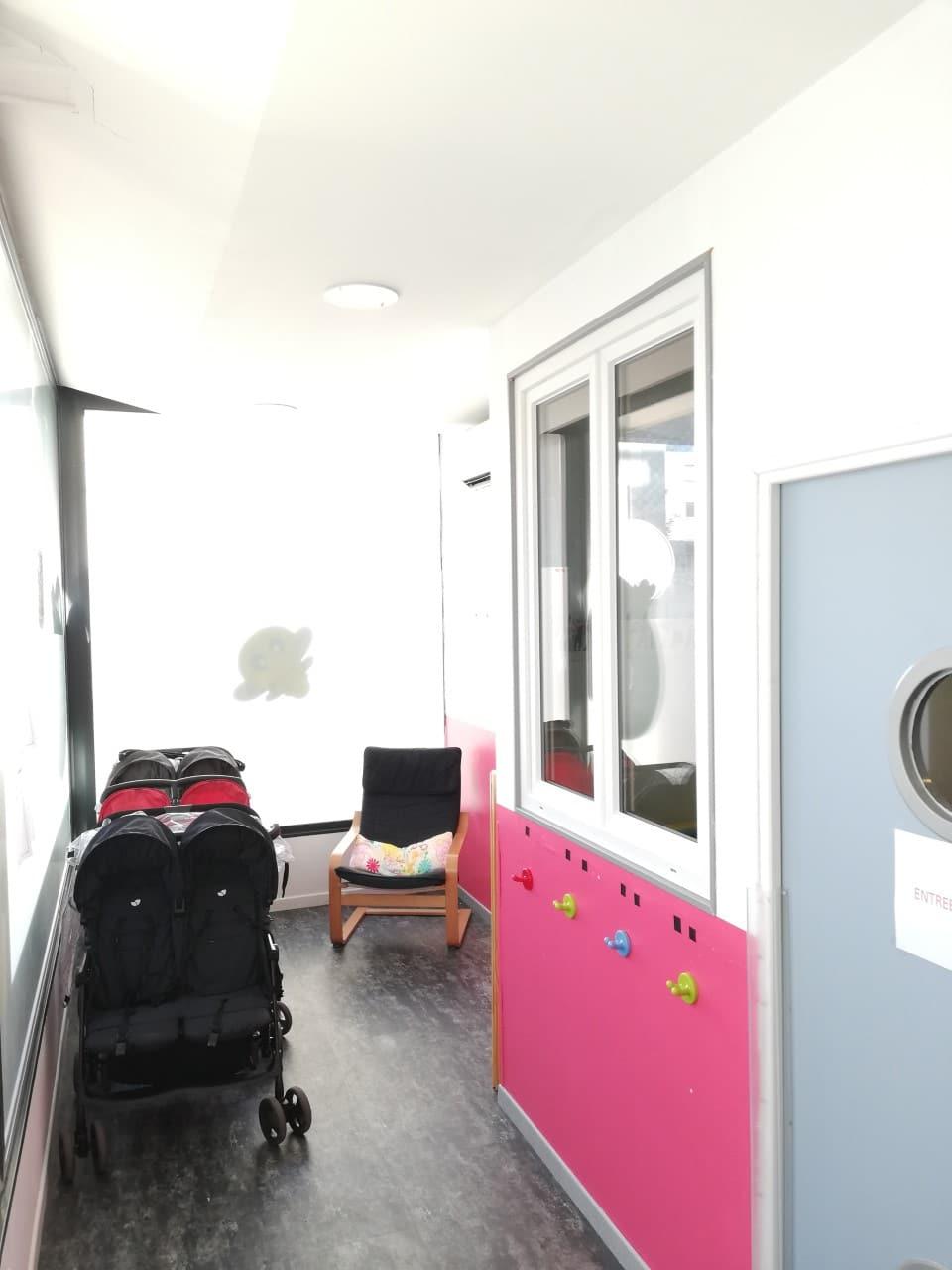 couloirs avec pousettes micro-crèche Fushia Le Havre