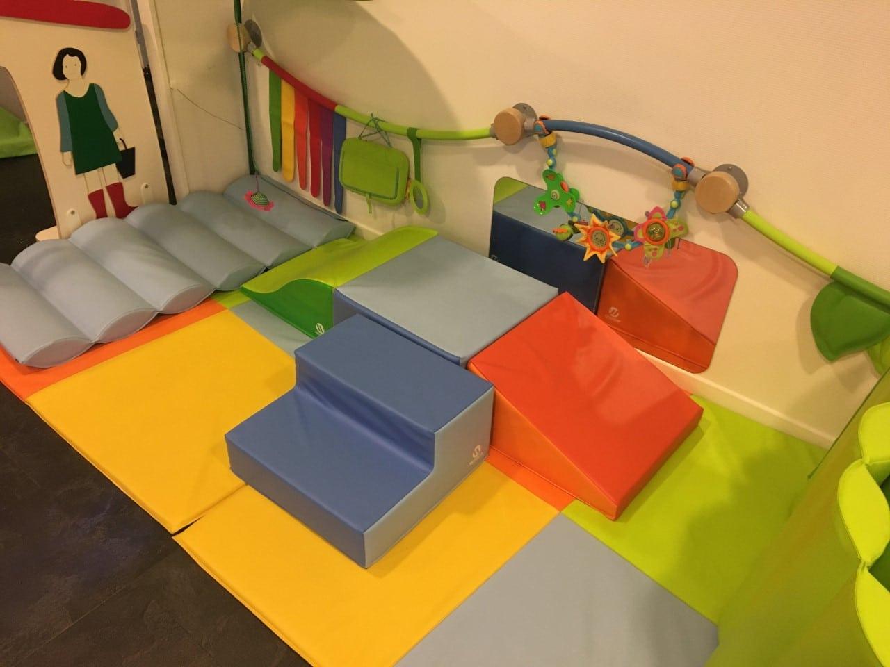 Jeux au sol et obstacles - Micro-crèche Fushia Le Havre